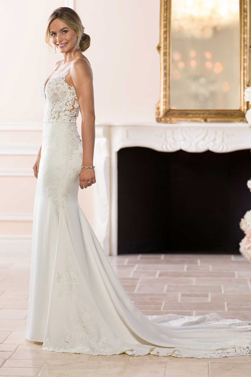 06f55c57d75 Filled with feminine details and flirty styles